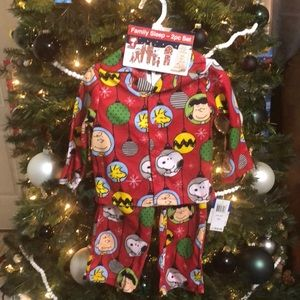 Other - NWT! Peanuts Christmas Jammies Size 2T